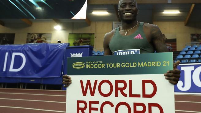 Grant Holloway, nuevo récordman de los 60 metros vallas