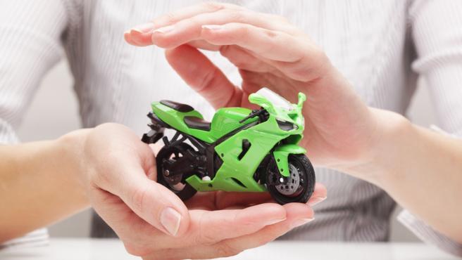 Todos los vehículos a motor deben contar con una póliza de seguro.
