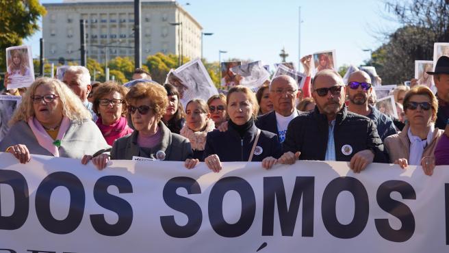Archivo - Los padres de la joven, Antonio del Castillo y Eva Casanueva, en una manifestación para exigir la repetición del juicio por el caso Marta del Castillo