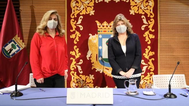 Inmaculada Sanz, portavoz municipal, junto a Engracia Hidalgo, delegada de Hacienda.
