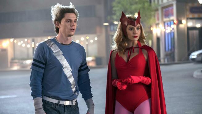 Evan Peters y Elizabeth Olsen en 'Bruja Escarlata y Visión'.