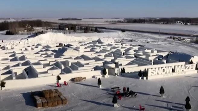 Laberinto de nieve más grande del mundo en Canadá.