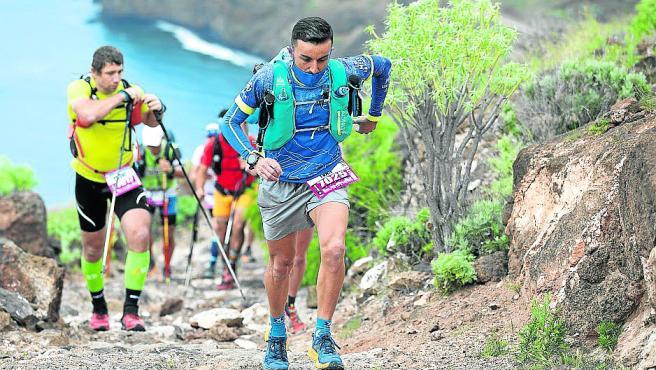 Una prueba durísima con escenarios impresionantes. La salida de la primera etapa fue en Igueste de San Andrés (Tenerife) y los 30 primeros kilómetros fueron por el macizo de Anaga.