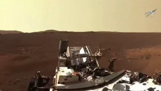 Pasada una semana de su llegada a Marte, el rover Perseverance ha tomado la primera fotografía de 360 grados en alta definición, de cómo son los alrededores del cráter Jezero, lugar en el que aterrizó el vehículo el pasado 18 de febrero.