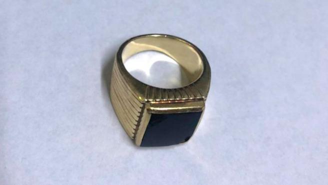 El anillo del expresidente argentino Carlos Menem