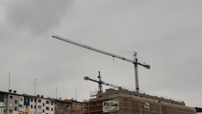 Archivo - Obras de construcción de un bloque de viviendas.