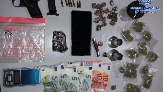 Efectos intervenidos durante una detención por droga en un bar de Gijón