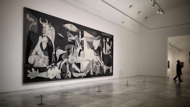 El 'Guernica' de Pablo Picasso en una de las salas del Museo Reina Sofía.