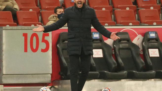 El técnico argentino cumple 15 años como entrenador y su manera de entrenar se ha convertido en un estilo de juego.