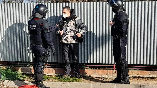 Unas 60 personas han cortado la AP-7 a la altura de Sant Gregori (Girona, Catalunya, España) por el encarcelamiento de Pablo Hasél, a 27 de febrero de 2021.