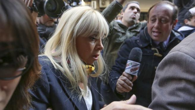 Claudia Villafañe, exesposa de Diego Armando Maradona, a su llegada a un tribunal de Buenos Aires (Argentina) para declarar por una supuesta evasión de 80 millones de pesos, en julio de 2015.