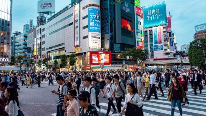 Para nombrar a su país los japoneses usan la palabra Nippon, que significa literalmente el país del sol naciente y que en español también es usada como sinónimo de japonés (nipón). El uso de Japón en vez de Nippon para referirse al país viene a través de la pronunciación en cantonés: Yahtbún.