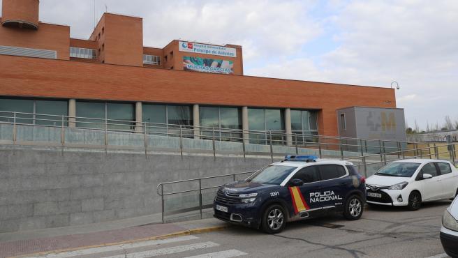 La Policía Nacional, en el hospital de Alcalá de Henares.