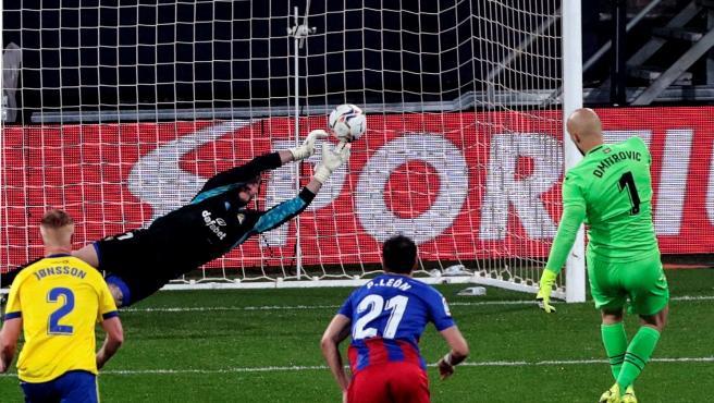 Dmitrovic falla un penalti
