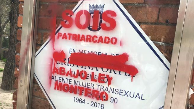 Placa de La Veneno tras el acto vandálico.
