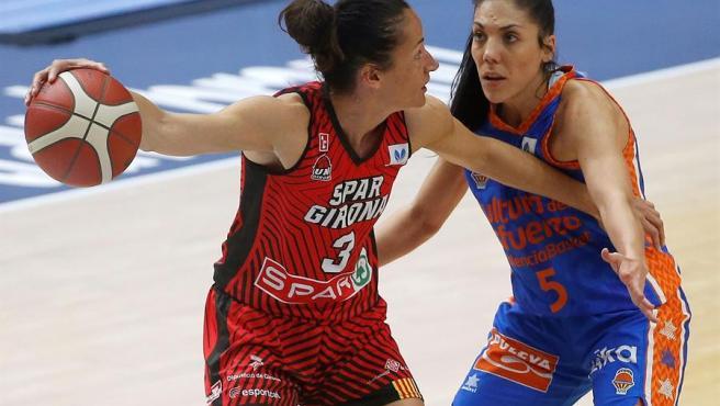 Laia Palau es defendida por Cristina Ouviña.