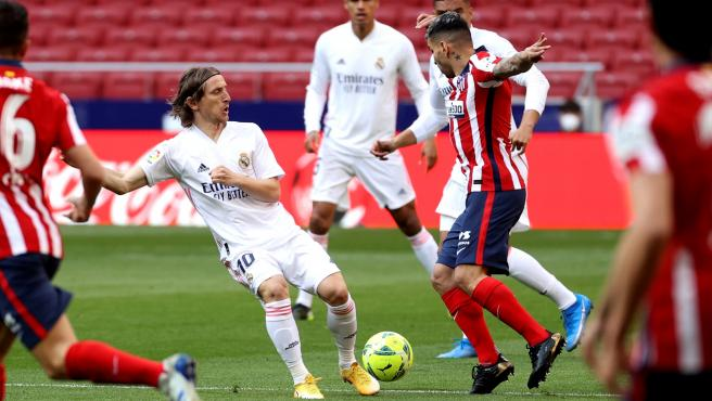 Modric and Correa, during Atlético - Real Madrid