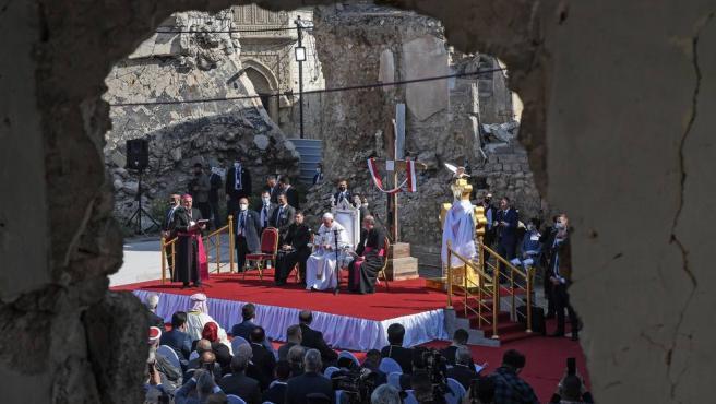 El Papa Francisco dando misa en Irak.