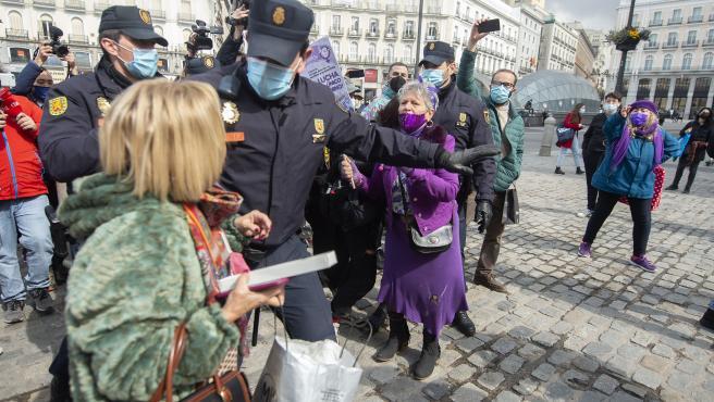 Enfrentamientos durante una concentración no autorizada del Sindicato de Estudiantes.