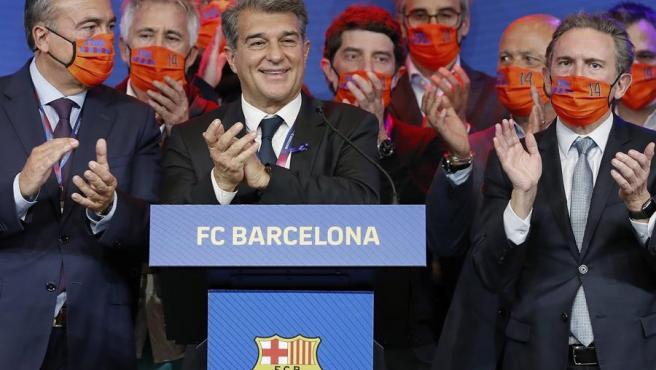 Joan Laporta, junto a su directiva, tras ganar las elecciones.