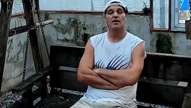 Frank Cuesta, en el vídeo en el que habla del joven mordido por una serpiente de cascabel.