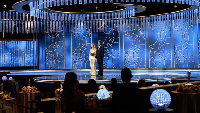 Kyra Sedgwick y Kevin Bacon, durante la gala de la 78 edición de los Globos de Oro.
