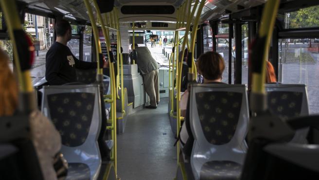 Archivo - Bus, autobús, plan de transporte