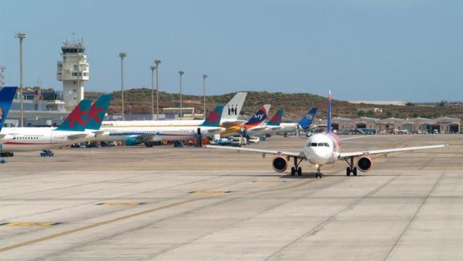 Archivo - Aeropuerto Tenerife Sur