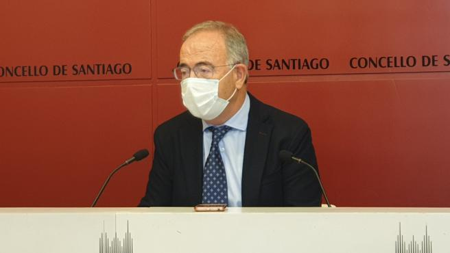 Archivo - El alcalde de Santiago de Compostela, Xosé Sánchez Bugallo, en rueda de prensa este lunes 26 de octubre