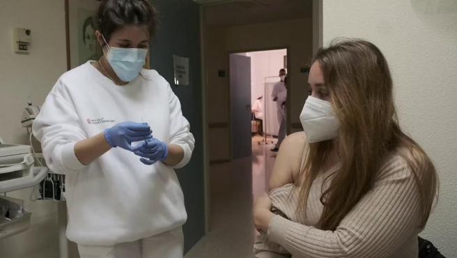 España mantiene por ahora la vacuna de AstraZeneca solo para menores de 55