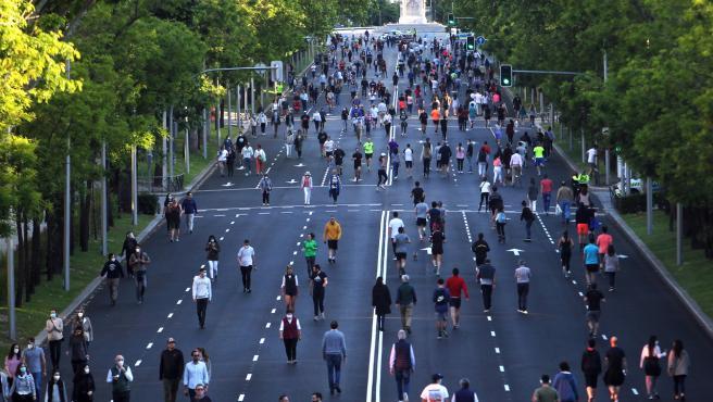 Paseo de tarde en fase 0 en el Paseo de la Castellana de Madrid.