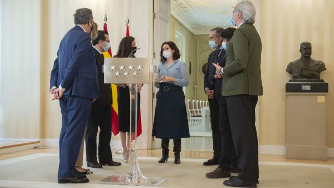 La presidenta de la Comunidad de Madrid, Isabel Díaz Ayuso junto a los consejeros del PP