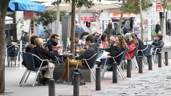 Imagen de una terraza en Madrid.