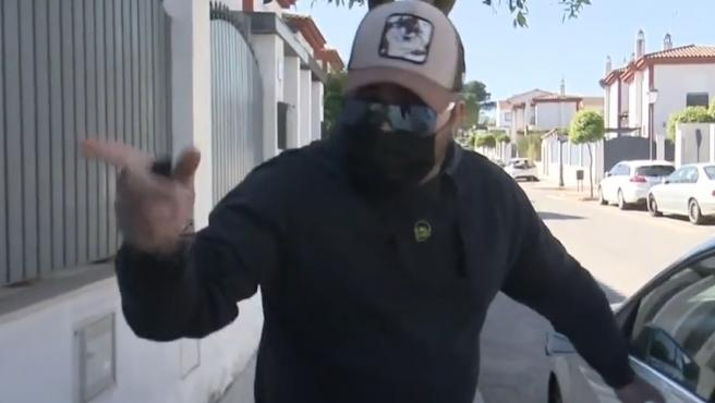 Kiko Rivera se enfada con una reportera de 'Socialité'.