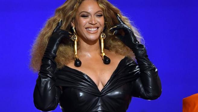 Beyonce, al recibir el Grammy 2021 a la mejor interpretación de rap por 'Savage'.