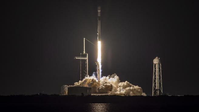 El Falcon 9 B1051 en el momento de su lanzamiento el 14 de marzo de 2021.
