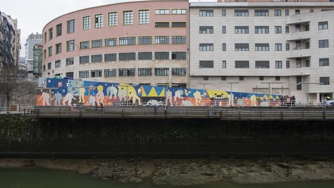 Mural contra la violencia machista y en recuerdo de las víctimas en Bilbao
