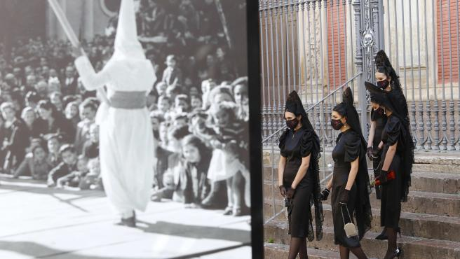 Presentación en la plaza del Salvador de los eventos para poner en valor la mantilla.