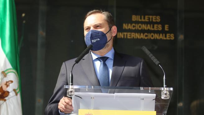 """Ábalos dice que """"trabajan para terminar"""" las obras de emergencia y reabrir El Cañarete """"en junio"""""""