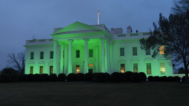 La Casa Blanca se tiñe de verde por San Patricio.