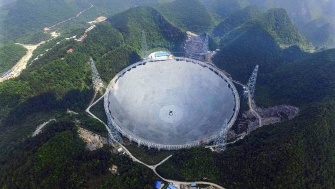 Hasta el momento, también China cuenta con el radiotelescopio más grande del mundo, que empezó a estar en funcionamiento en 2020.