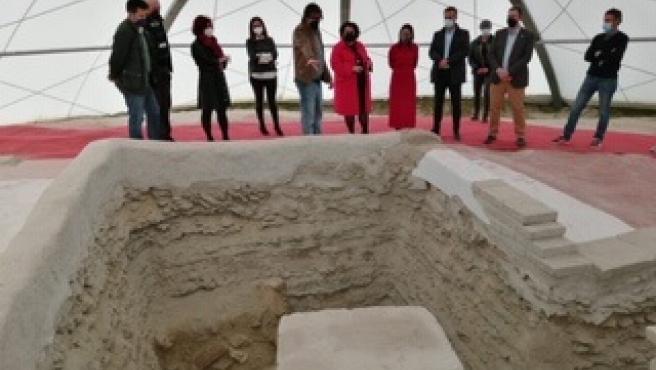 Visita del PSOE a la Necrópolis de Tútugi