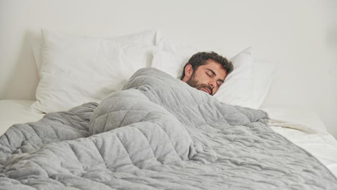 Las mantas de peso pueden ser una herramienta útil para combatir el insomnio