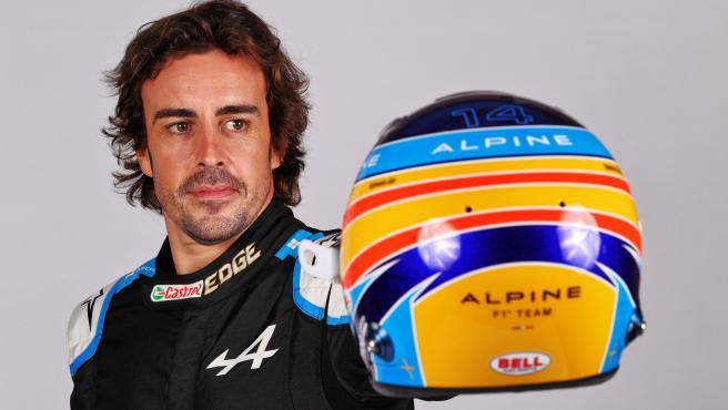 Fernando Alonso y su casco para 2021