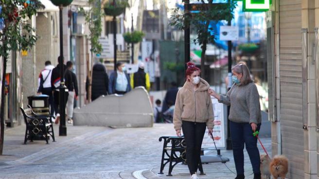 Imagen de archivo de personas paseando por Gibraltar.