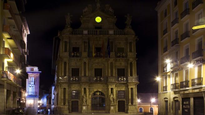 El Ayuntamiento de Pamplona apaga su iluminación para sumarse a la 'Hora del Planeta'