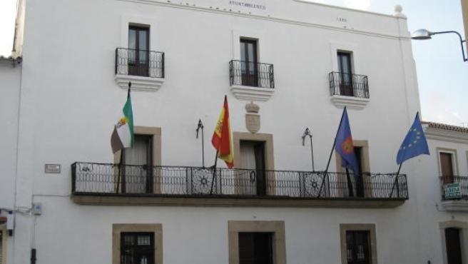 Fachada principal del Ayuntamiento de Malpartida de Cáceres.