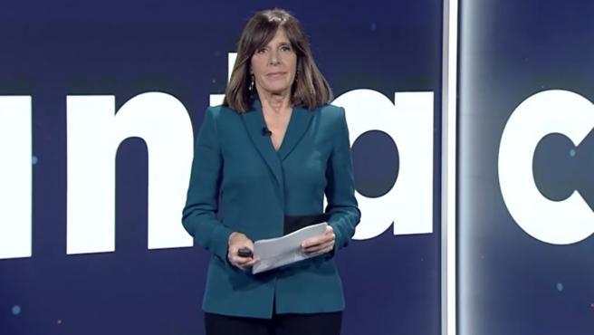 La presentadora del Telediario de TVE Ana Blanco, en el plató de los informativos.