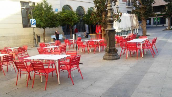 Archivo - Terraza de un bar en el centro de Jaén.