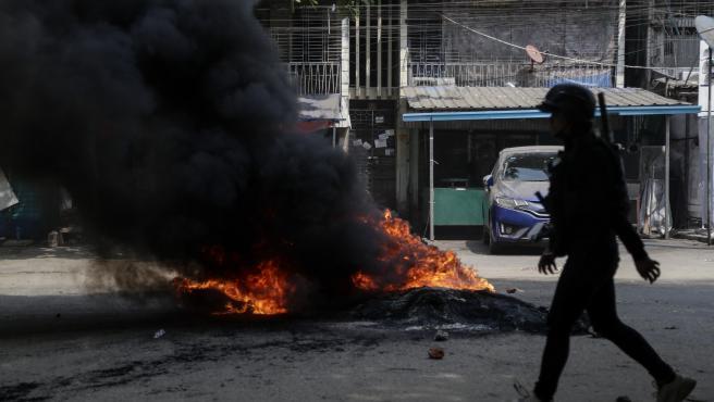 Protestas en Birmania por el golpe militar.